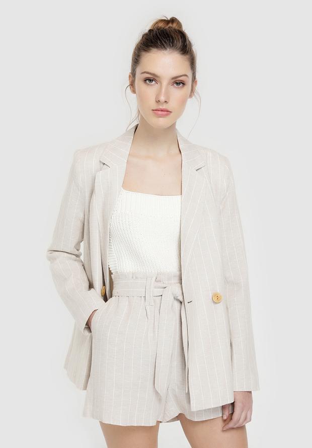 Traje de chaqueta con shorts