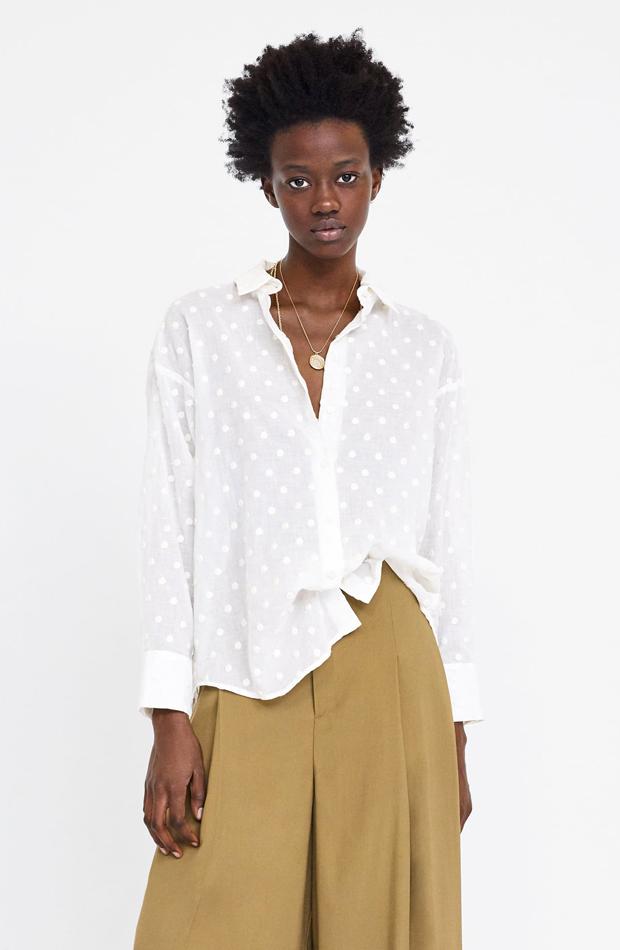 Blusa lunares bordados: piezas de Zara que Rocío Osorno tiene en su armario