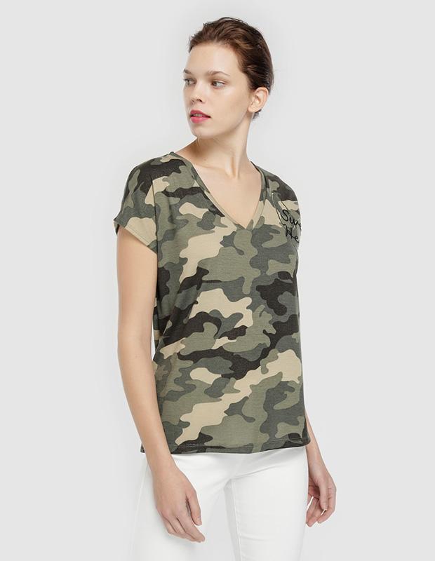 Camiseta de estampado camuflaje