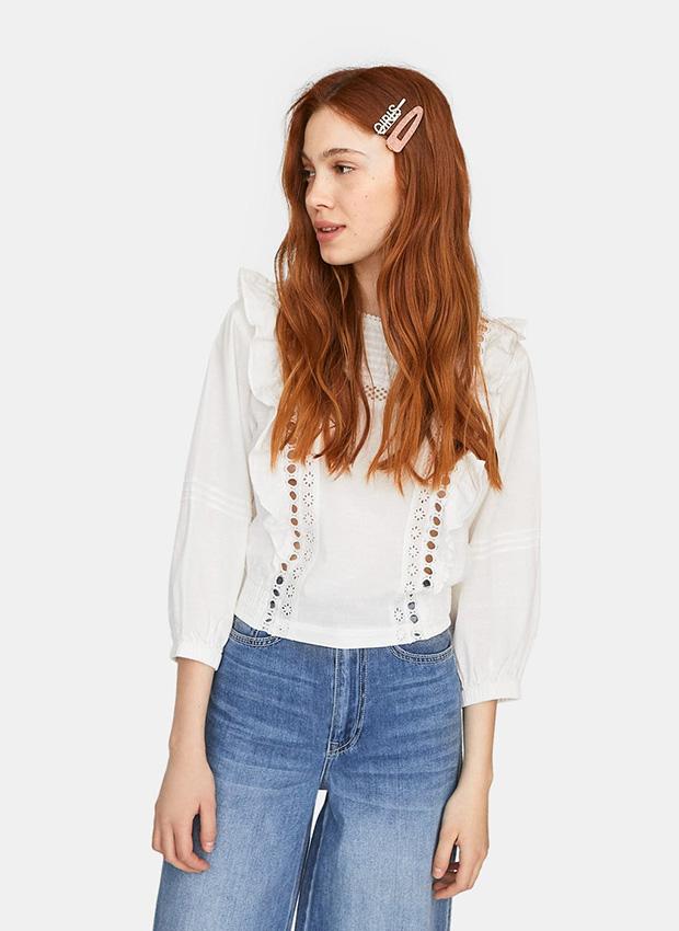 Outfits de entretiempo: Camisa blanca con volantes