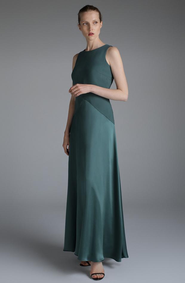 Vestido largo verde botella de El Corte Inglés: looks para ir al teatro