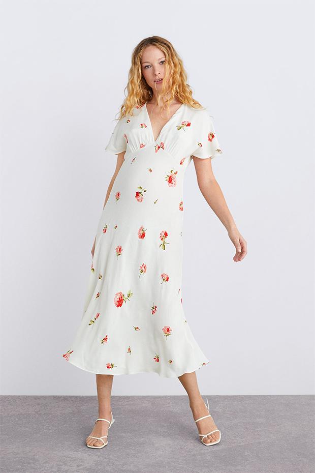 Vestido blanco con flores de Zara