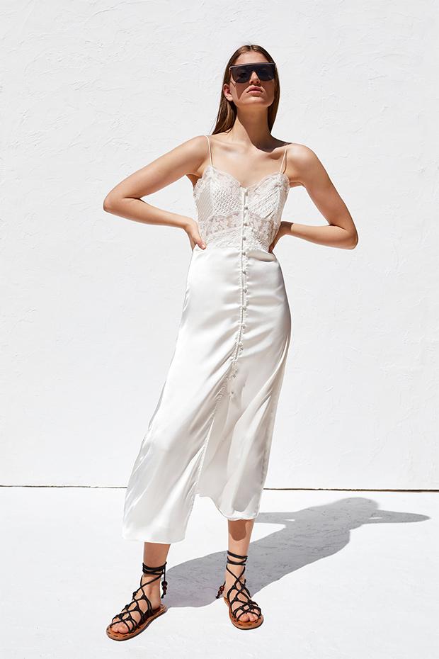 Vestido blanco de estilo lencero de Zara