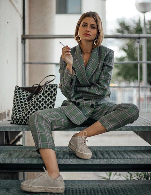 Paula Baset con bolso de Lonbali
