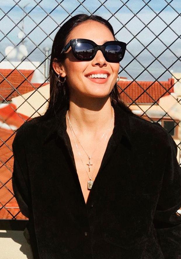Ana Moya con collar de cruz