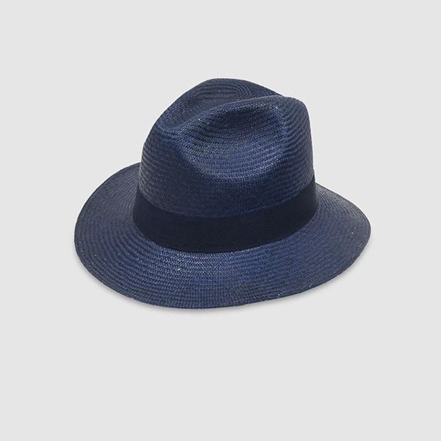Sombrero azul de rafia