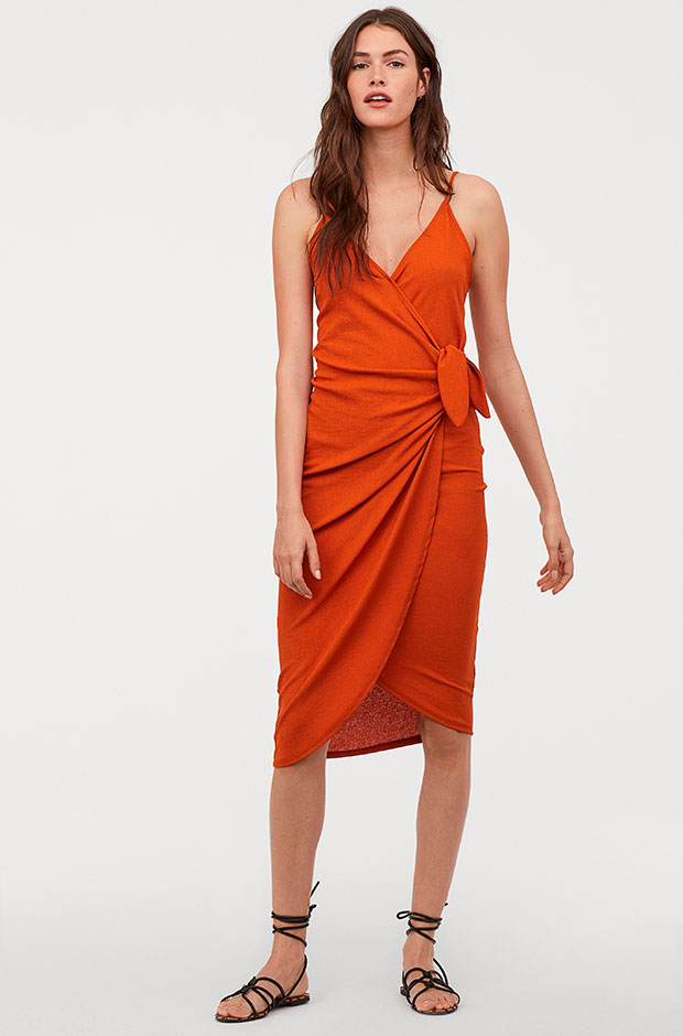 Vestido cruzado naranja de H&M