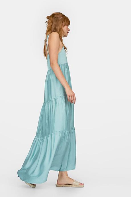 Vestido largo azul de estilo lencero