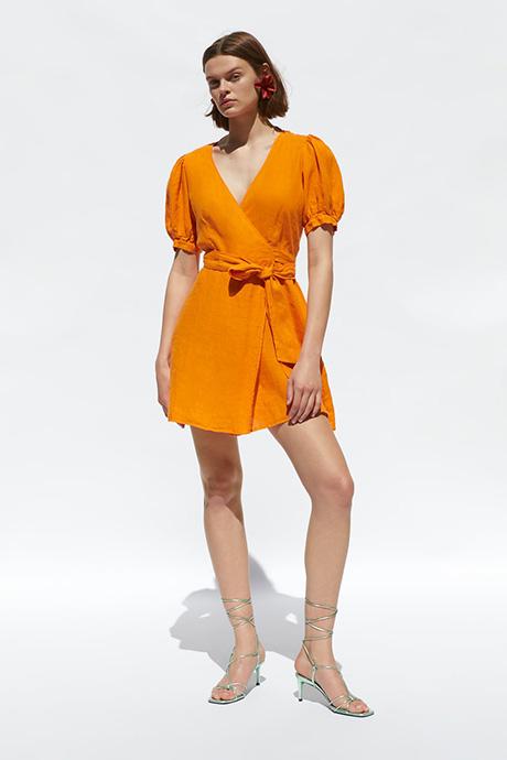 Vestido de lino cruzado de Zara