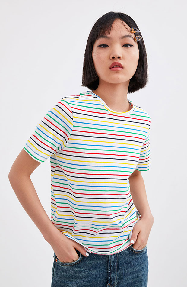 camiseta básica de rayas horizontales de colores
