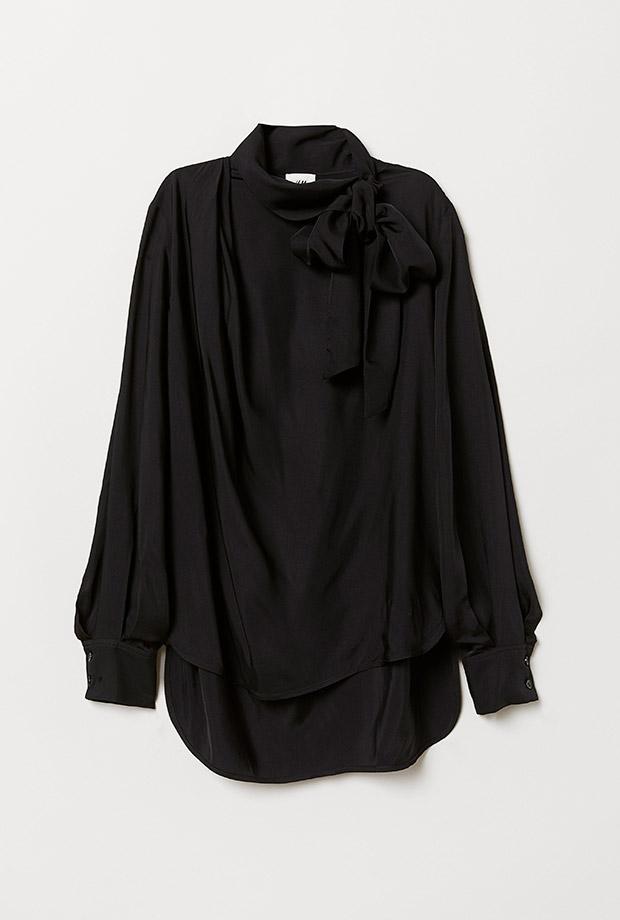Blusa negra con lazada