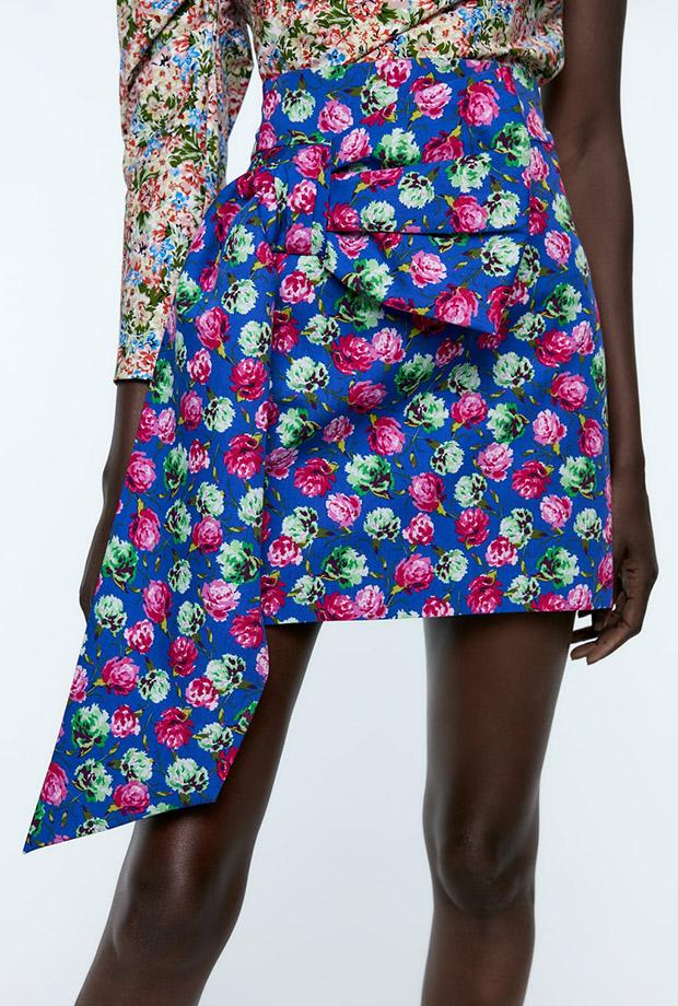 Falda de flores con lazo de Zara