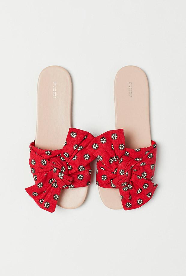 Sandalias rojas con lazo