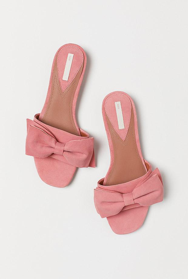 Sandalias estilo mule con lazo rosa