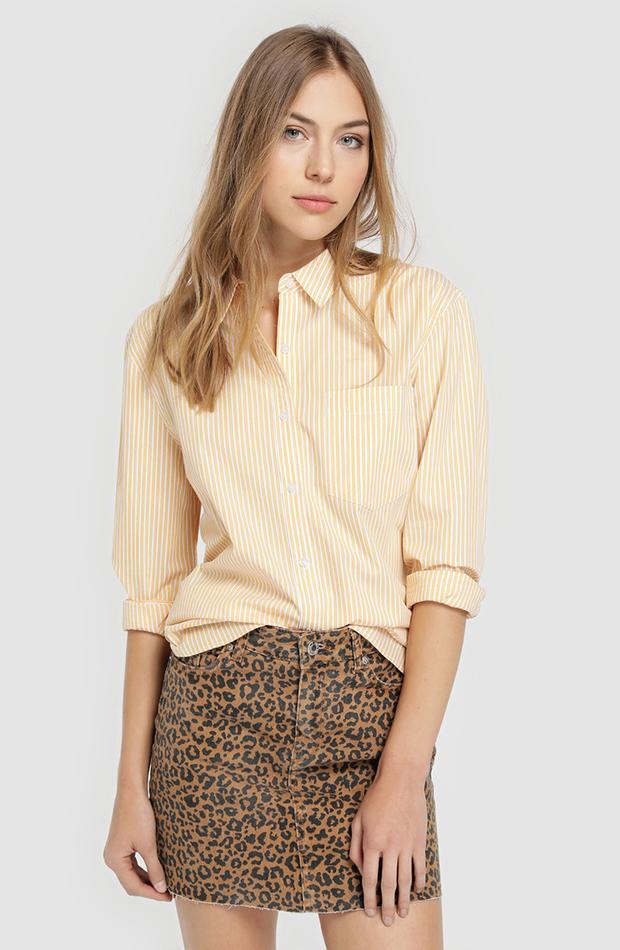 camisa amarilla versatil