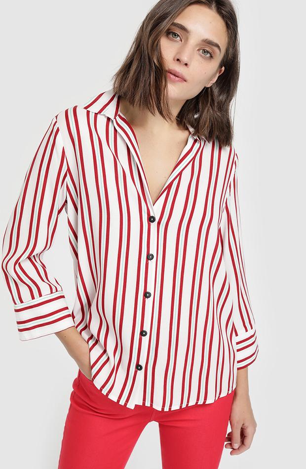 camisa con rayas rojas