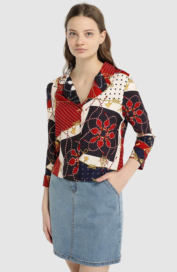camisa con estampado y cuello pilama