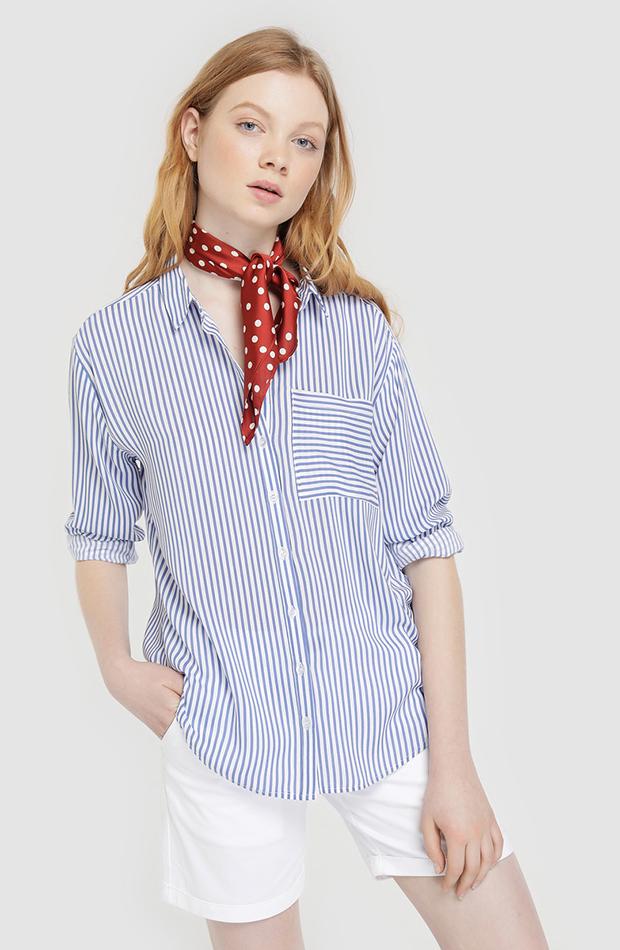 camisa con panuelo rojo