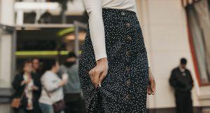 En verano se llevan estas faldas con abertura