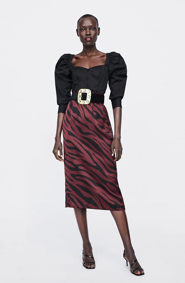 Falda satinada de estampado animal de Zara