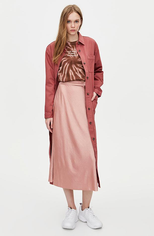 Falda satinada en rosa palo