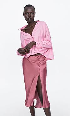 Falda satinada rosa de Zara