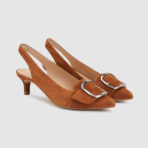 Zapatos de salón destalonados en marrón claro