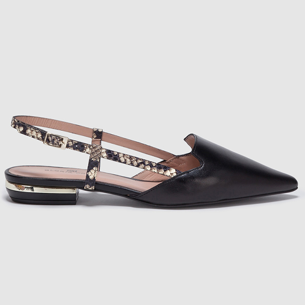 Zapatos planos de punta en color negro