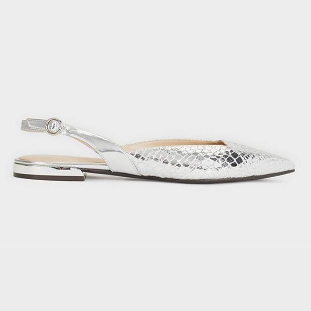 Zapatos planos en color plata de Parfois
