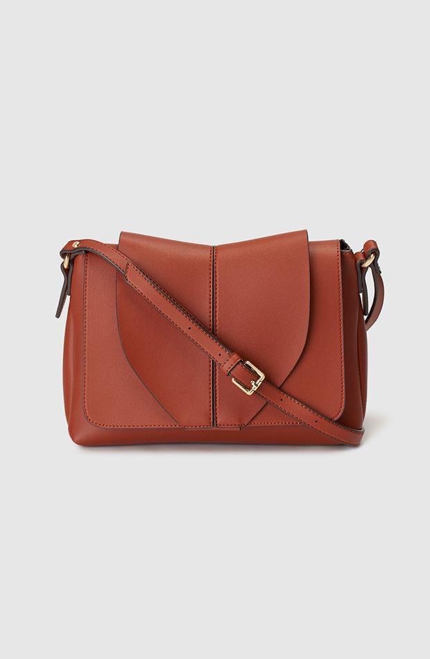 Bolso bandolera en color marrón de El Corte Inglés bolsos de temporada otoño