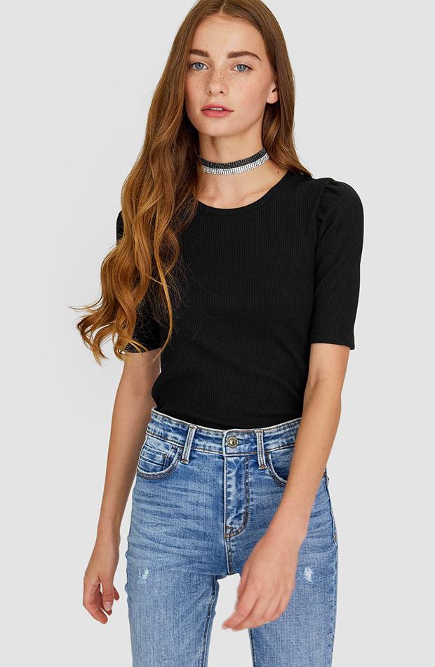 camiseta negra de stradivarius