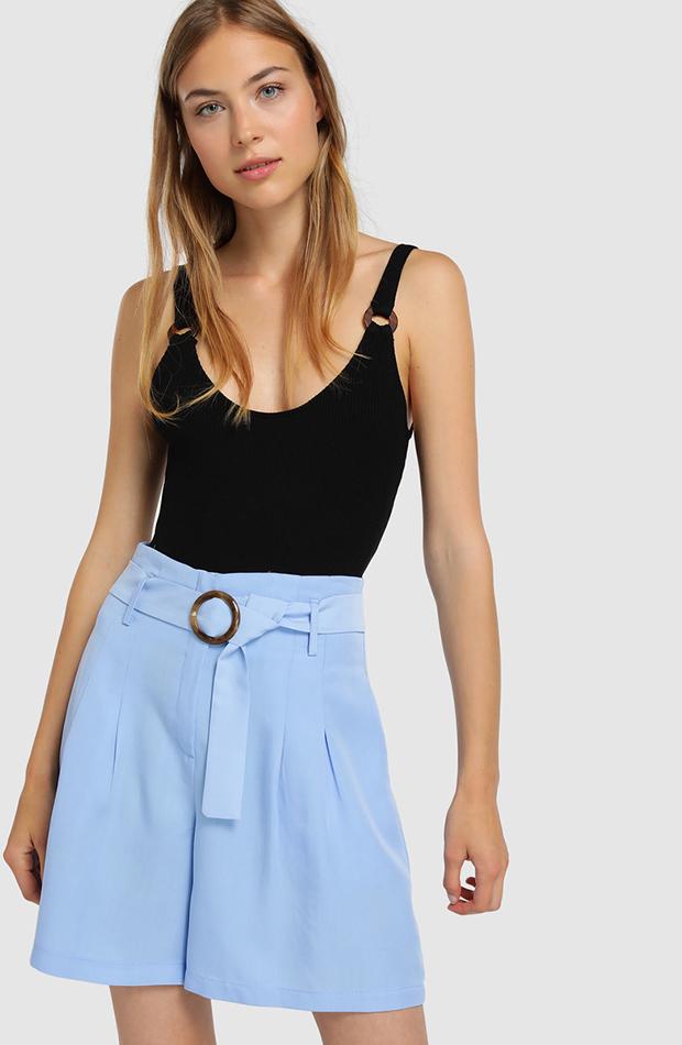short con cinturon azul