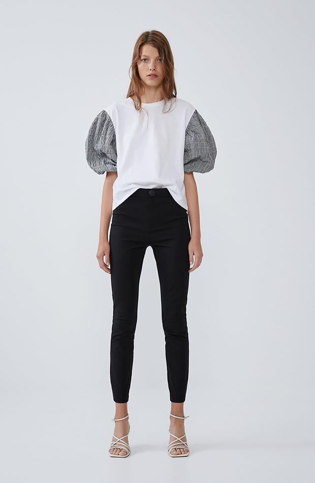 camiseta combinada con mangas abullonadas