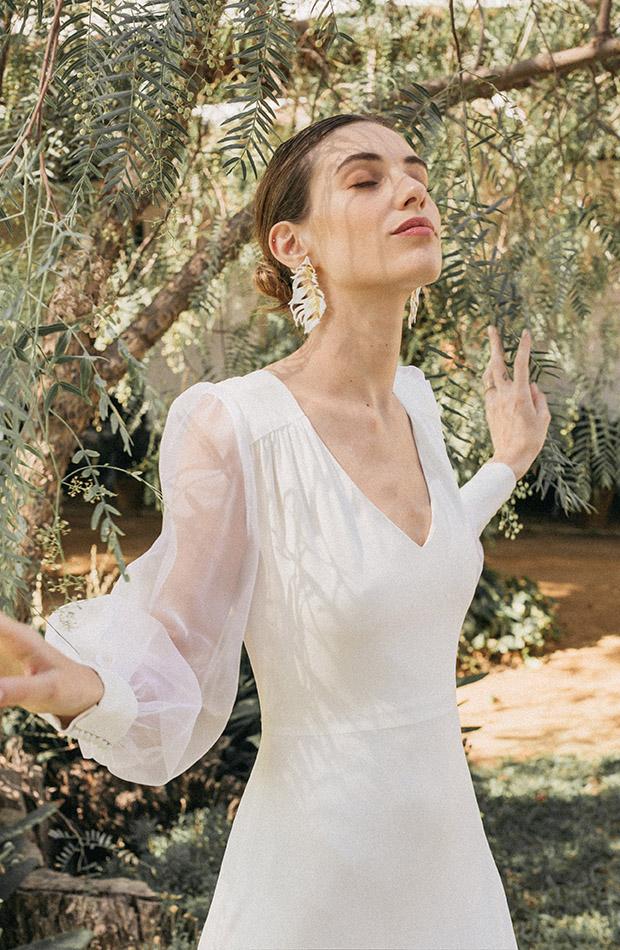 Vestido con mangas de organza de la Colección de novias Saudade de Cherubina
