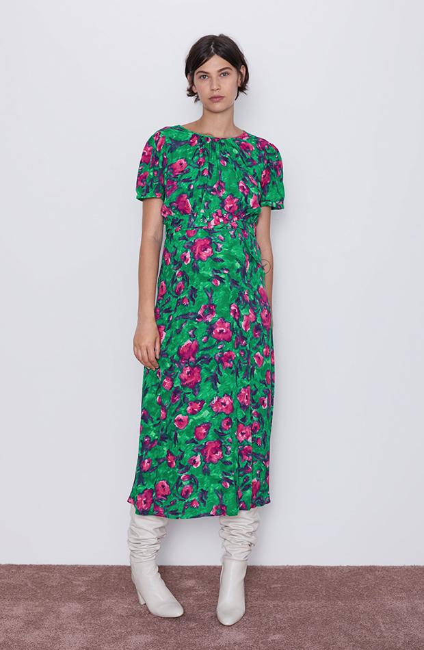 vestido verde con flores rosas