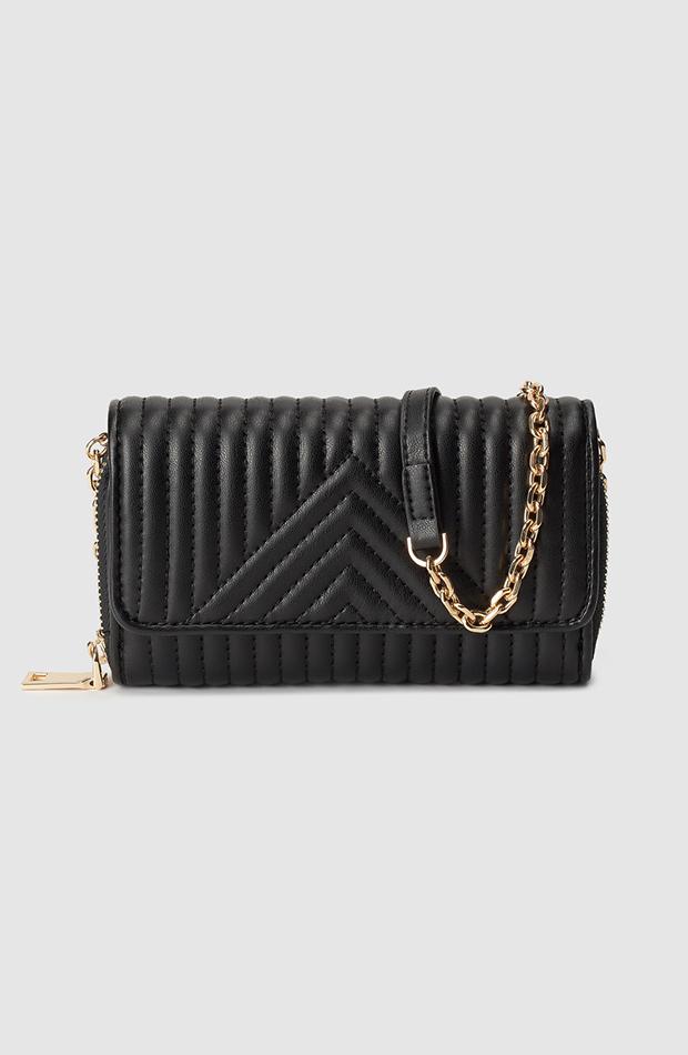 bolso negro estilo bandolera