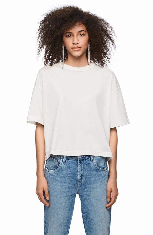 camiseta blanca prendas en tendencia