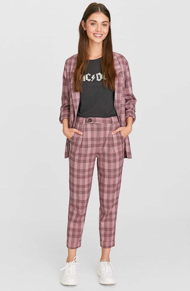 Pantalones rosas de estampado de cuadros otoño 2019