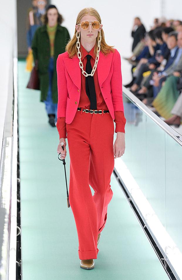 Gucci primavera verano 2020 hombre rosa y rojo