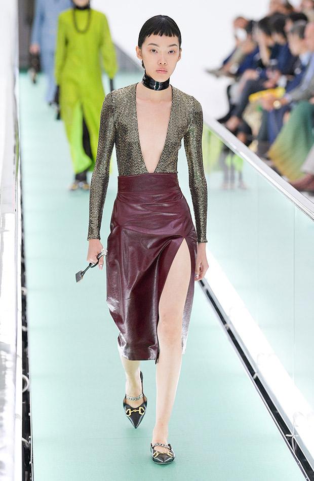 Gucci primavera verano 2020 falda con top metalizado