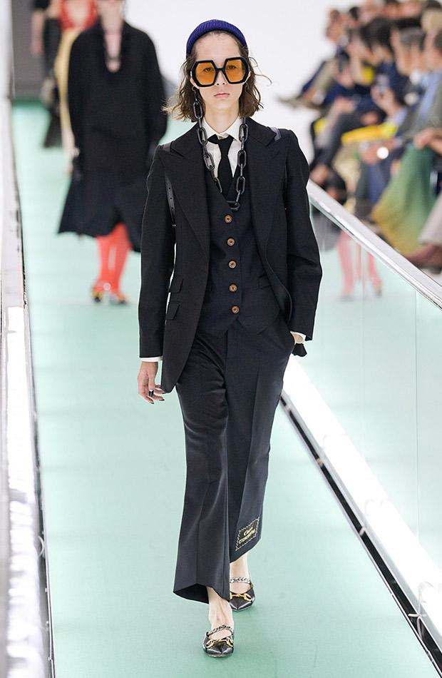 Gucci primavera verano 2020 traje negro