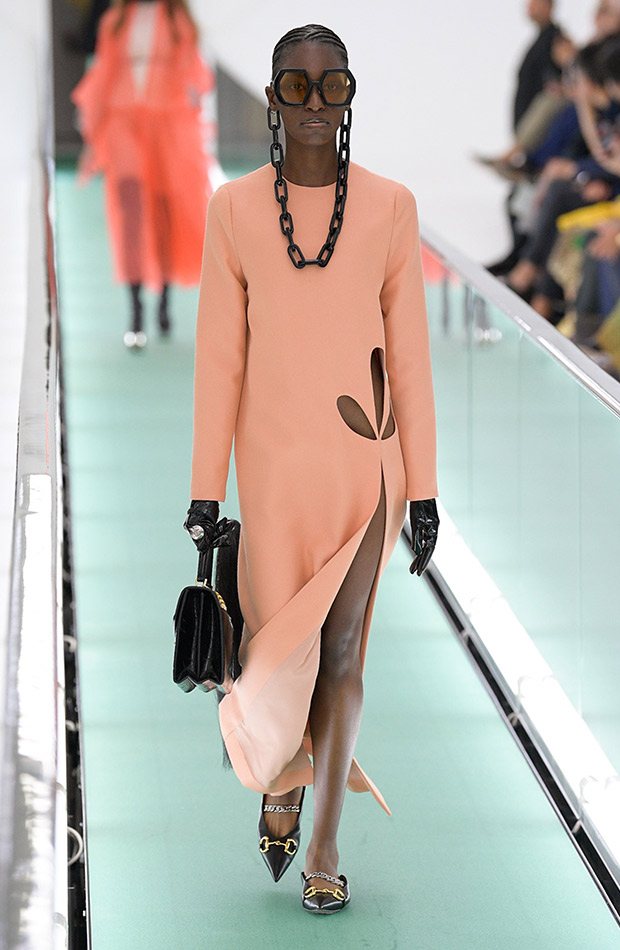 Gucci primavera verano 2020 vestido salmon