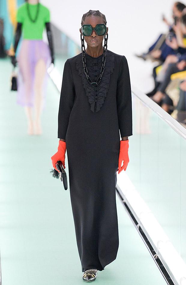 Gucci primavera verano 2020 vestido negro