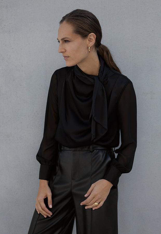 Blusa negra con lazo de Zara