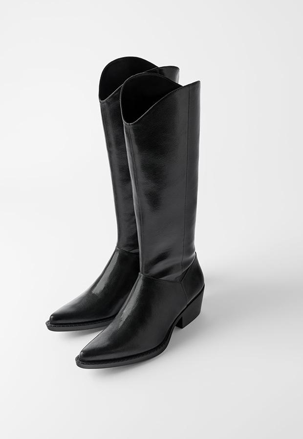 Bota de tacón de color negro de Zara