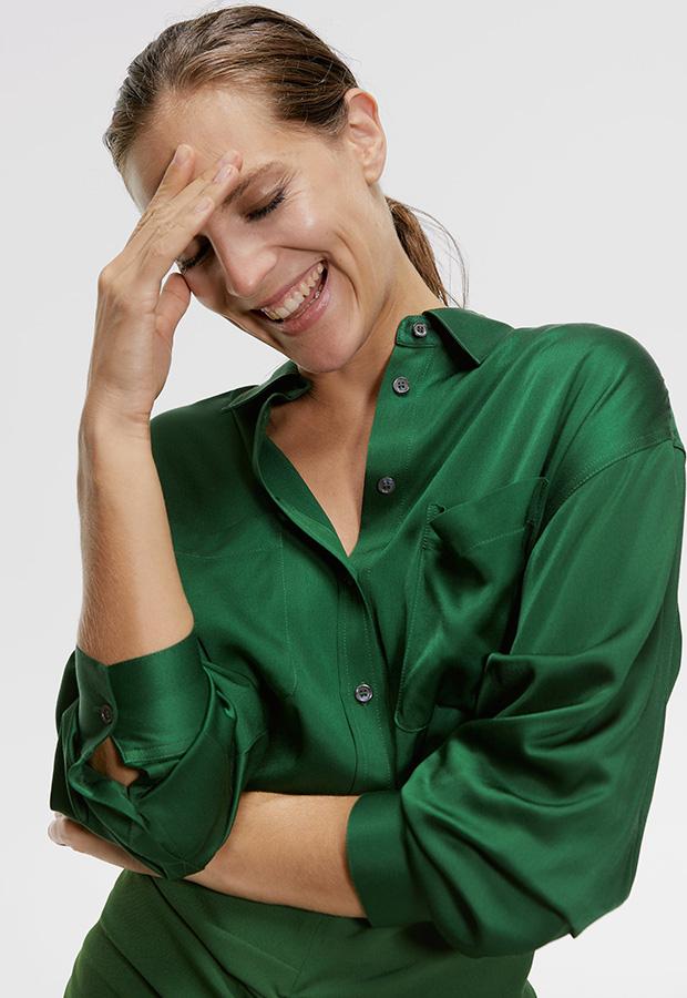 Looks de oficina de Zara: Camisa satinada verde
