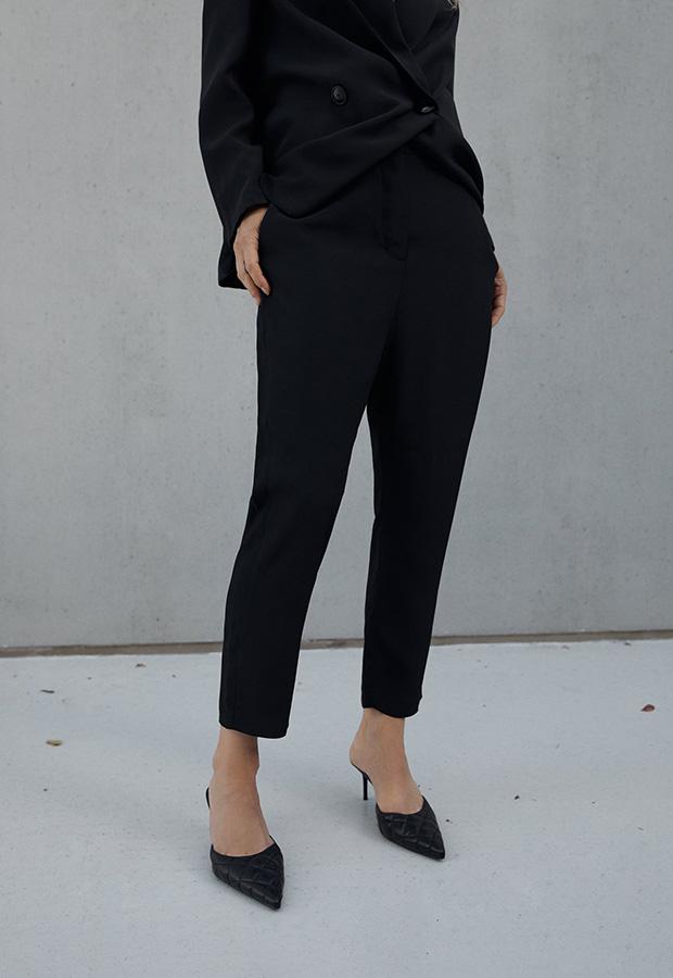 Pantalón slouchy en negro de Zara