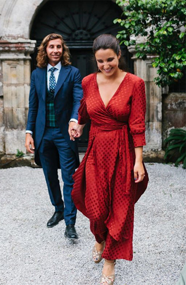 Marta Pombo con vestido rojo de invitada