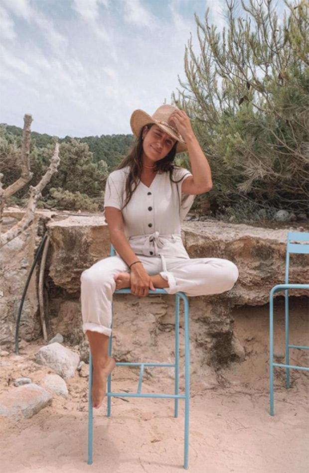 Marta Pombo con mono crudo y sombrero