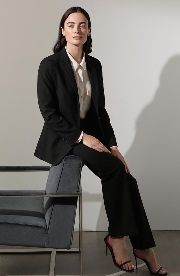 traje de chaqueta clasico negro
